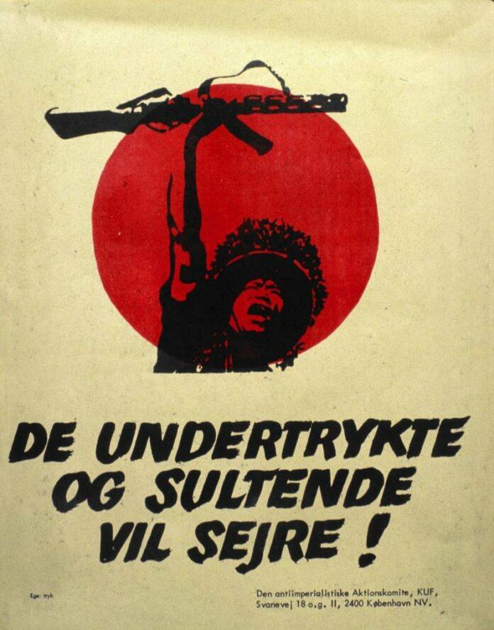 Plakat udgivet af KUF/Den antiimperialistiske Aktionskomite, 1970. Trykt som både plakat og klistermærke. Tekst: De undertrykte og sultende vil sejre!